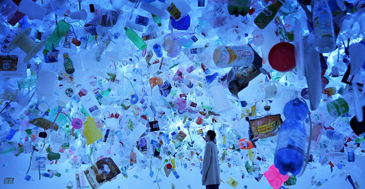 How to use less plastic - A sea of plastic immersive art exhibition