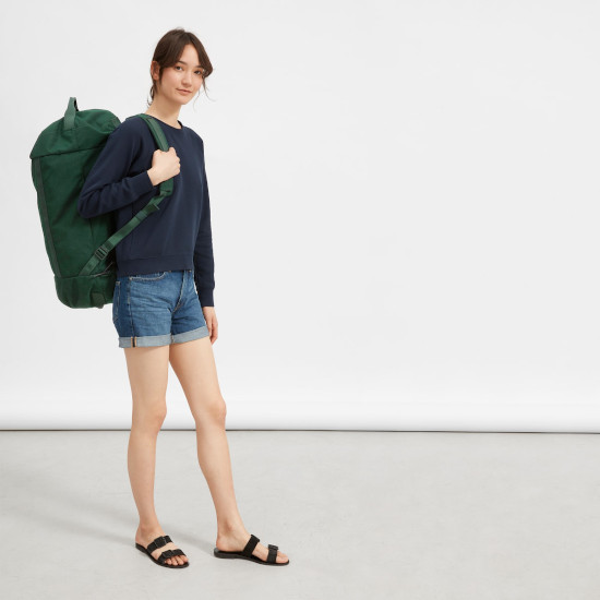 Everlane Mover bag for gym or travel, with long strap for convenient carrying.