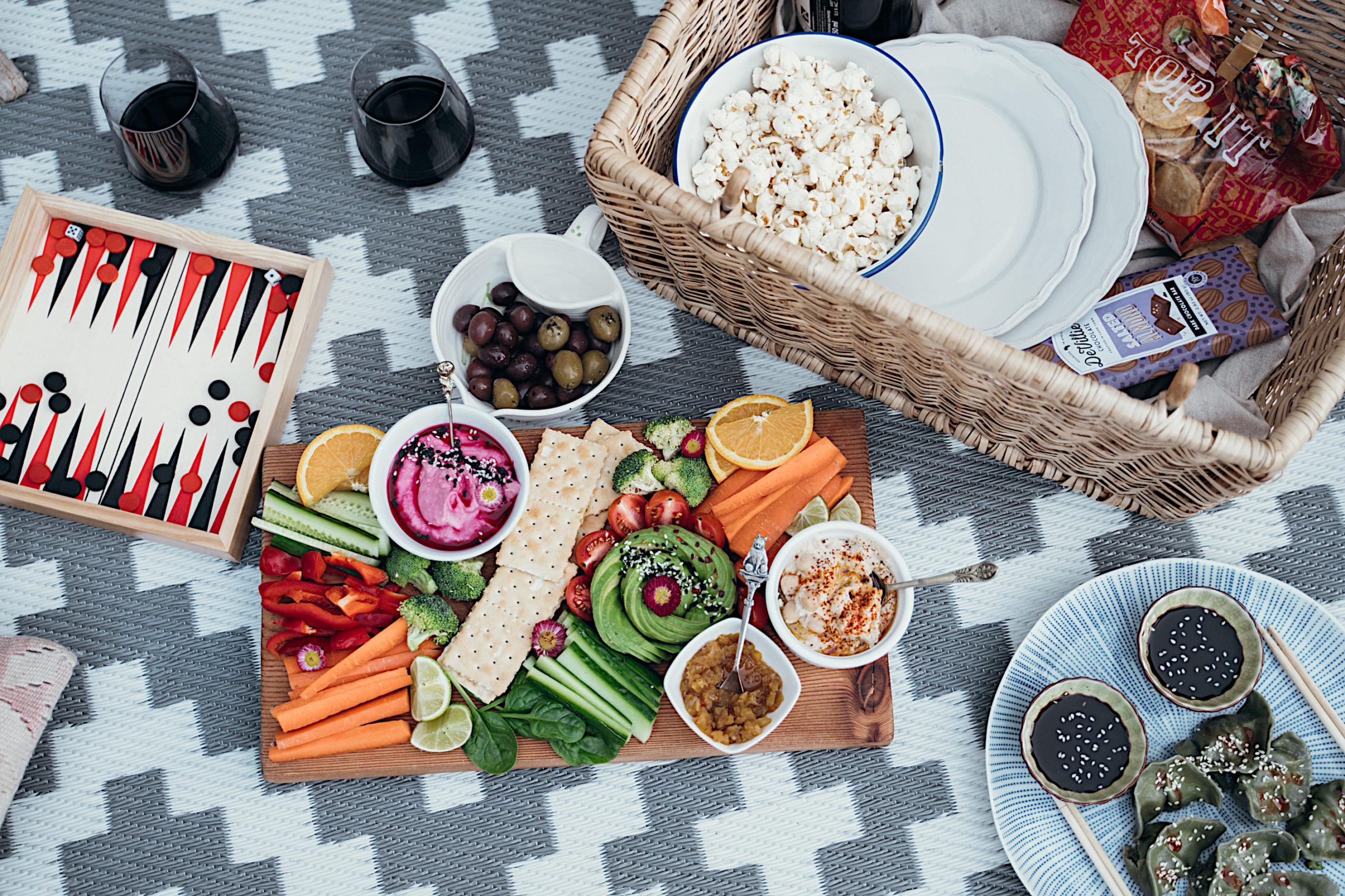 What to pack on a picnic - picnic blanket