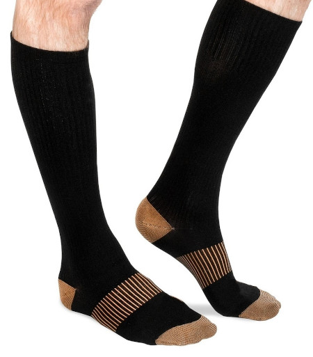 These black unisex socks help reduce swelling and leg fatigue during travel or day to day.