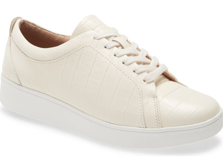 how to take care of your feet - Removable inner sole, with laces for easy adjusting give a comfortable wearing shoe.