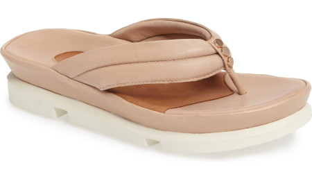 Hoe to take care of your feet - Cushy footbed that molds for comfort and support all summer.