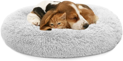 Machine washable donut shaped dog or cat bed.